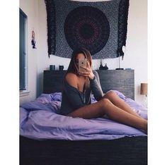 Imagen vía We Heart It #apple #body #cool #fashion #girl #hair #iphone #legs #photo #photography #purple #room #style #vogue #selfie