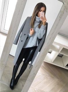 70 Winter Outfits Ideas for Women Casual and Sexy Look Fashion is all about consistency. Just because it is winter does not mean that you wear outdated clothes. Winter Fashion Outfits, Fall Winter Outfits, Look Fashion, Autumn Fashion, Womens Fashion, Teen Fashion, Fashion Style Women, Fashion Styles, Winter Office Outfit