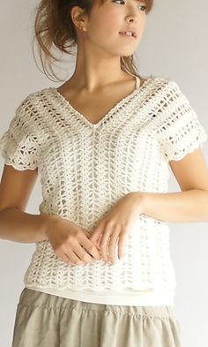 Crochet Blusas Both English and Japanese versions are fully charted using standard knitting and/or crochet symbols. Japanese version available here. Blouse Au Crochet, T-shirt Au Crochet, Moda Crochet, Pull Crochet, Black Crochet Dress, Crochet Shirt, Crochet Woman, Crochet Cardigan, Crochet Stitches