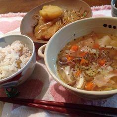 久々のおうちごはんです。 - 4件のもぐもぐ - うちの畑の豆ご飯、肉を忘れた肉じゃが、野菜たっぷりスープ by hirokoshinb8Y