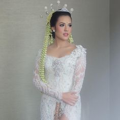 Javanese Wedding, Indonesian Wedding, Kebaya Lace, Kebaya Brokat, Kebaya Wedding, Wedding Suits, Wedding Dresses, Model Kebaya, Kebaya Muslim