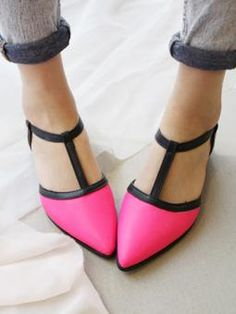 Contrast Point Flat Shoes - ok id wear these pointy shoes too these are sick