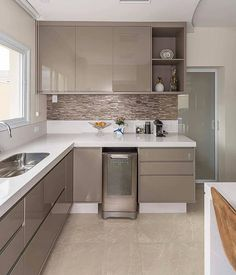 Small Kitchen Remodel Ideas to Make the Most of Your Space - Easy DIY Guide Kitchen Room Design, Kitchen Cabinet Design, Home Decor Kitchen, Interior Design Kitchen, Kitchen Ideas, Kitchen Furniture, Kitchen Modular, Modern Kitchen Cabinets, Gloss Kitchen