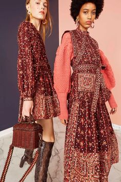 fall 2019 fashion trends The complete Ulla Johnson Pre-Fall 2019 fashion show now on Vogue Runway. Spring Fashion Trends, Fashion Week, Fashion 2017, Trendy Fashion, Autumn Fashion, Vogue Fashion, Fashion Online, Fashion Top, Work Fashion