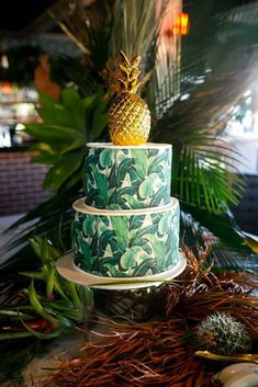 tropical wedding cake trends cake with leave Jeremy Blode Photography Pineapple Cake, Pineapple Ornament, Gold Pineapple, Zucchini Cake, Themed Wedding Cakes, Cake Trends, Tropical Party, Savoury Cake, Tiered Cakes