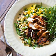 The Pool - Food and home - Spiced fish with mango salsa and brown rice salad Quick Healthy Meals, Healthy Chicken Recipes, Whole Food Recipes, Vegetarian Recipes, Dinner Recipes, Yummy Recipes, Dinner Ideas, Healthy Food