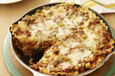 Vous aimez la lasagne maison, mais vous n'avez pas le temps de cuisiner? En voici une à la viande relevée, à cuire en un seul plat sur la cuisinière.