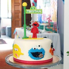 Elmo cake from Sesame Street by Little House of Dreams Singapore - Recommend. Sesame Street Birthday Cakes, Elmo Birthday Cake, Toddler Birthday Cakes, Sesame Street Cake, Baby Boy 1st Birthday Party, First Birthday Cakes, Birthday Ideas, Elmo Smash Cake, Elmo Party