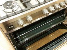 De ruime oven van de #Smeg #DS9GMX heeft een snelle opwarmtijd en is multifunctioneel