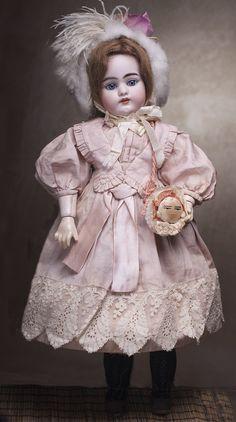 Очень красивая голубоглазая кукла Simon&Halbig 1079 DEP для французского рынка, 50 см высотой, 1890-е годы.