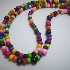 Collier en perles de bois multicolores sur deux rangs, par Boutique Astrallia : http://www.alittlemarket.com/boutique/boutique_astrallia-221905.html