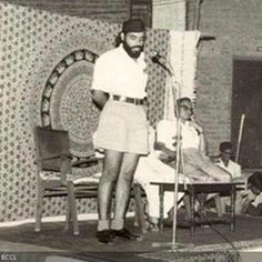 Here's a rare pic of Narendra Modi addressing a public gathering. Rare Images, Rare Pictures, Historical Pictures, Rare Photos, Old Photos, Mahatma Gandhi Photos, Real Life Heros, India Facts, Bollywood Photos