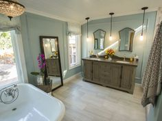 LOVE this bathroom.  It's beautiful!  As seen on the HGTV series, House Hunters Renovation -->  http://hg.tv/vtdq