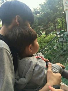 Hunnam hunnyeo🌱 Req pict hunnam or hunyeo,vsco tutorial ala hunnam hunyeo,good food comment and vote. Cute Asian Babies, Korean Babies, Cute Babies, Father And Baby, Dad Baby, Ulzzang Kids, Ulzzang Couple, Cute Family, Family Goals