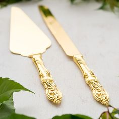 The classic styling and shimmering gold plating gives this serving set a look that is all about romance. Whether used to make that first ceremonial slice of wedding cake or the many special occasion c