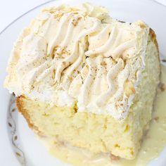 Třímlékový dort sice původně nepochází z Čech, jak už vypovídá i jeho originální název Tres Leches, ale dá se skvěle připravit i z našich mléčných produktů. Šťavnatý piškot, nadýchaná šlehačka, křupavé mandličky… mňam! Vaše rodina si třímlékový dort určitě zamiluje.
