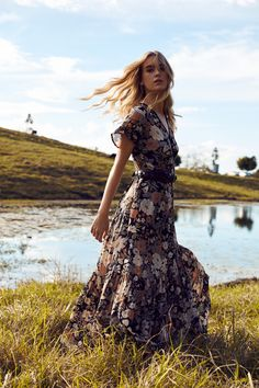 Your statement dress of the season has arrived. Our Romance wrap dress features capped sleeves with side tie and a skirt that fans out beautifully as you walk and twirl. Gypsy Style, Hippie Style, Bohemian Style, Bohemian Outfit, Boho Dress, Boho Chic, Moda Boho, Gipsy Fashion, Moda Floral
