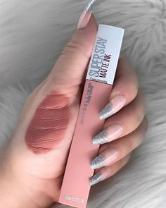 Maybelline Super Stay Matte Ink in Loyalist . Maybelline Superstay, Maybelline Lipstick, Makeup Swatches, Makeup Dupes, Skin Makeup, Matte Lip Color, Lip Colors, Beauty Make-up, Natural Beauty