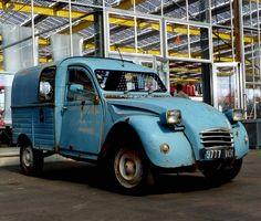 #2pk #2cv6 #2cv #belgium #meeting #citroen #citroën #classic #classiccar #oldtimer #vintage #retro #602cc #snail #lowered #static #frenchclassic#tb #doublechevron #deuche #nikon #nikkor #nofilter #picoftheday #aircooled #yellowlights #citroenfanphoto #besteleend #deuche #mehari#2015