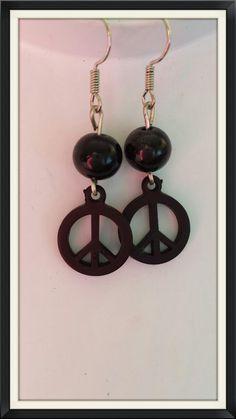 Black peace sign earrings door BijouByMe op Etsy