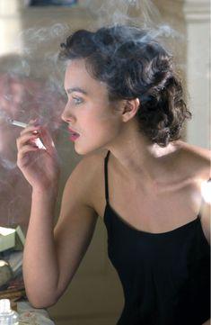 Cecilia Tallis (Keira Knightley) ~ Atonement ~ Movie Stills (Beauty Women Smoking) Keira Knightley, Keira Christina Knightley, Kiera Knightly Bob, Atonement Movie, Atonement Quotes, Girl Smoking, Smoking Kills, Madame, Looks Cool