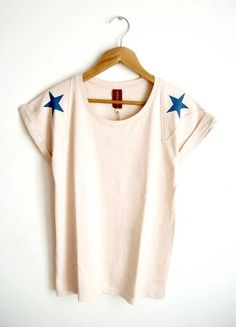 Remera con estrellas * Amarona * Feria Central Only Clothing, Apple Clothing, Tank Shirt, Sphynx, Diy Clothes, Shirt Designs, Patterns, Old T Shirts, Printed Tees