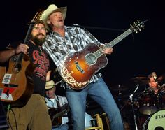 Zac Brown & Alan Jackson, ENTERPRISE, AL - JUNE 15: Zac Brown joins Alan Jackson and perform together at the 2012 BamaJam Music and Arts Festival - Day 2 on BamaJam Farms in Enterprise Alabama on June 15, 2012 (Photo by Rick Diamond/Getty Images)   More Zac Brown Band Photos >>  More Alan Jac