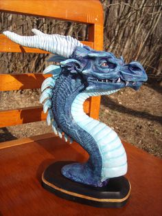 Dragon sculpture - Grinning Frost Dragon