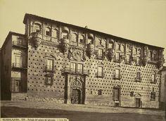 El palacio de los Duques del Infantado es un palacio de estilo gótico isabelino con elementos renacentistas situado en Guadalajara (España) y que fue mandado construir por Íñigo López de Mendoza, segundo duque del Infantado, a finales del siglo XV.