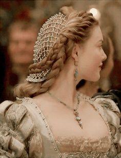 Holliday Grainger as Lucrezia in The Borgias Renaissance Hairstyles, Historical Hairstyles, Renaissance Fashion, Os Borgias, Lucrèce Borgia, Moda Medieval, Holliday Grainger, Hair Nets, Princess Aesthetic