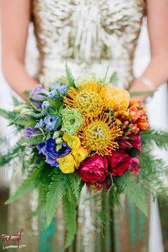 Bouquet de mariée aux couleurs de l'arc-en-ciel