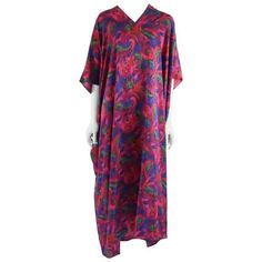Preowned Oscar De La Renta Multi-colored Printed Caftan - L - 1970's ($450) ❤ liked on Polyvore featuring tops, tunics, day dresses, purple, silk tops, kaftan tunic, caftan tunic, purple tunic and v neck tunic