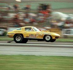 Drag Vette flying the hoops Chevrolet Corvette, Corvette C2, Yellow Corvette, Chevy, Funny Car Drag Racing, Nhra Drag Racing, Funny Cars, Auto Racing, Dragster