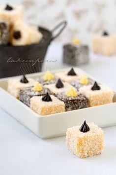 Bake in Paris: Lamington, Finally... Wedding Desserts, Mini Desserts, No Bake Desserts, Dessert Recipes, Lamington Cake Recipe, Lamingtons Recipe, Mini Cakes, Cupcake Cakes, Cannoli