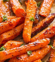 Roasted Garlic Parmesan Carrots - An easy, family favorite roasted carrots recipe tossed with the most flavorful garlicky and buttery parmesan cheese coating. The carrots come out sweet, tender and really delicious. Vegetable Sides, Vegetable Side Dishes, Vegetable Recipes, Vegetarian Recipes, Cooking Recipes, Healthy Recipes, Healthy Food, Healthy Eating, Garlic Parmesan