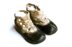 Antique Victorian Baby Shoes with Buttons - in the olden days babies must have been much more cooperative. Vintage Shoes, Vintage Outfits, Vintage Fashion, Girls Shoes, Baby Shoes, Objets Antiques, Victorian Shoes, Mode Shoes, Shoe Gallery