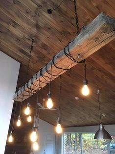 Exposed beams: 5 ideas to enhance them - Modern Dining Room Light Fixtures, Dining Room Lighting, Home Decor Furniture, Rustic Furniture, Cool Lighting, Track Lighting, Rustic Decor, Farmhouse Decor, Diy Luz