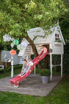 I like how the play house goes over the tree.Fun playhouse / tree house for kids. Build A Playhouse, Playhouse Outdoor, Wooden Playhouse, Playhouse Slide, Playhouse Decor, Backyard Play, Backyard For Kids, Cubby Houses, Play Houses