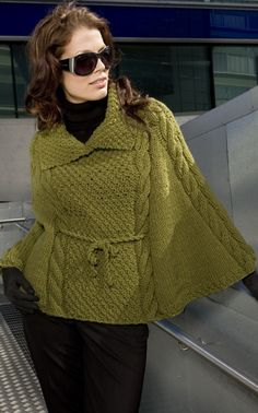 Chunky knit cape, pattern in Finnish, translates via google Chrome very well.