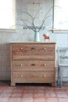Antieke Zweedse ladenkast, ook prachtig als commode!! | RosaRugosa