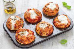 I muffin pizza un antipasto sfizioso e un modo nuovo per gustare la pizza. Una ricetta veloce perfetta per un aperitivo tra amici