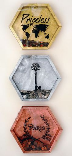 How to make these gorgeous wall mounted coin vaults. Wooden and spray painted in metallic paint, you can put copper coins in … – diy decoration Mason Jar Crafts, Mason Jar Diy, Diy Décoration, Easy Diy, Wood Projects, Craft Projects, Easy Projects, Craft Ideas, Project Ideas