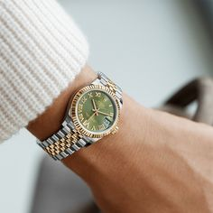 The perfect Valentine's Day gift. The classic watch of reference. The Rolex Datejust 31 in Oystersteel and yellow gold, 31 mm case, olive green dial set with diamonds, Jubilee bracelet. Rolex President, Rolex Watch Price, Rolex Women, Women Rolex Watches, Buy Rolex, Gold Rolex, Vintage Rolex, Rolex Datejust, Luxury Watches For Men