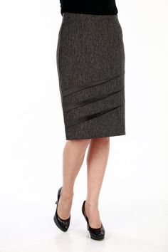 Would go great with the leather blouse I have. African Fashion Skirts, Women's Fashion Dresses, Work Skirts, Cute Skirts, Moda Peru, Pencil Skirt Outfits, Skirt Patterns Sewing, Classy Dress, Stylish Outfits