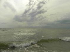 В Бердянске четверых человек едва не унесло в море на катамаране