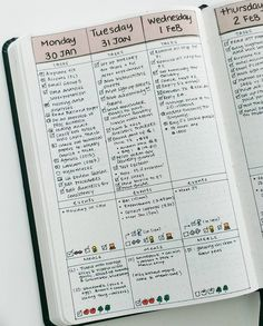 vertical bullet journal daily page by yukikosakamura If you're looking for bullet journal daily layout ideas, here's 10 unique styles to give you some inspiration! Daily pages are the heart of bullet journaling for those that want to stay… Bullet Journal School, Planner Bullet Journal, How To Bullet Journal, Bullet Journal Aesthetic, Bullet Journal Writing, Bullet Journal Spread, Bullet Journal Ideas Pages, Journal Pages, Bullet Journals