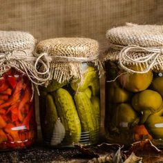 Natural Pickles and Sweet Pickling Spice Recipe Canning Tips, Canning Recipes, How To Make Pickles, Meat Rubs, Homemade Pickles, Sweet Pickles, Fermented Foods, How To Make Homemade, Organic Recipes