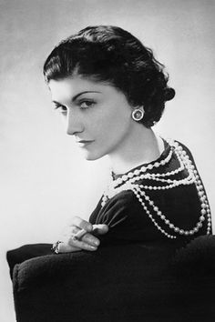 "Gabrielle Bonheur ""Coco"" Chanel was a French fashion designer . She was born in Coco Chanel was a designer of women's clothes and founder of the Chanel brand Chanel Frases, Citations Chanel, Citation Coco Chanel, Coco Chanel Quotes, Coco Chanel Pictures, Mademoiselle Coco Chanel, Coco Chanel Style, Moda Chanel, Chanel 5"