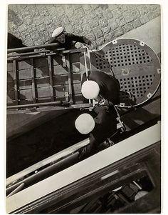 ScandinaviaArtist: László Moholy-Nagy (American (born Hungary), Borsod Chicago, Illinois)Date: Gelatin silver print Modern Photography, Black And White Photography, Street Photography, Vintage Wall Art, Vintage Walls, Laszlo Moholy Nagy, Photo Print, Gelatin Silver Print, Art Database