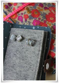 Beige Organisateur de Bijoux Suspendus /à Suspendre Bijoux Organiseur Support 32 Poches 18 Passants pour Accessoires de Stockage